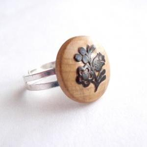 Wooden adjustable ring made of recycled vintage button with flower pattern - upcycled jewelry, natural, rustic, eco-friendly, folk